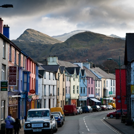 Llanberis-high-street-painted-buildings-snowdon.jpg